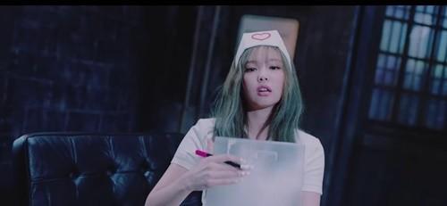YG엔터테인먼트가 블랙핑크 신곡 'Lovesick Girls' 뮤직비디오 속 간호사 장면을 삭제하기로 결정했다. /사진=Lovesick Girls 뮤비 캡처