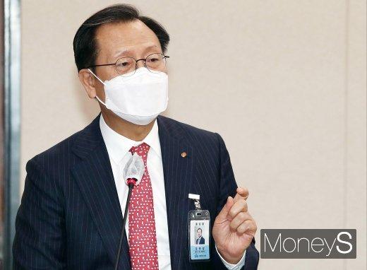 [머니S포토] 질의 답변하는 김종갑 한전 사장