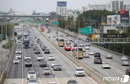고속도로 통행료 오를까?… 한국도로공사 경영실적 악화