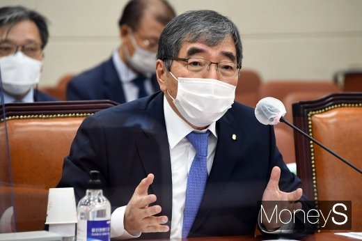 [머니S포토] 윤석헌 금감원장, 라임·옵티머스  관련 질의 답변