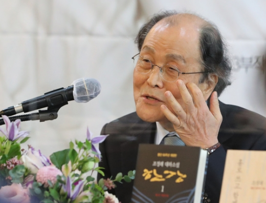 조정래 작가가 지난 12일 서울 중구 프레스센터에서 등단 50주년 기념 기자간담회를 갖고 있다. /사진=뉴스1