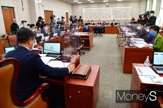 [머니S포토] 2020 감사원 국감 주재하는 윤호중 위원장
