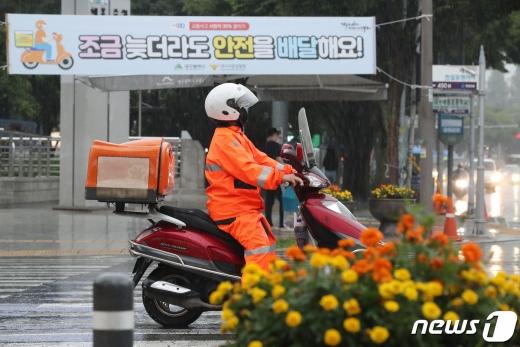 오토바이 운전자들 절반 이상이 보험에 가입하지 않은 것으로 나타났다. /사진=뉴스1