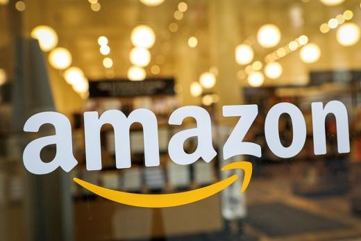 아마존은 공격적인 투자를 통해 미국 전역에 물류망을 구축하고 배송에 나섰고 이를 따라올 후발주자가 마땅치 않다. 이와 달리 국내 이커머스 시장은 순위 경쟁이 치열해 쿠팡의 독점이 어려울 거란 전망이 나온다. /사진=로이터