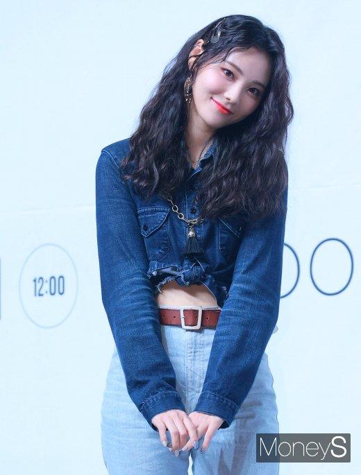 [머니S포토] 이달의 소녀 진솔 '얼굴에 꽉 찬 예쁨'