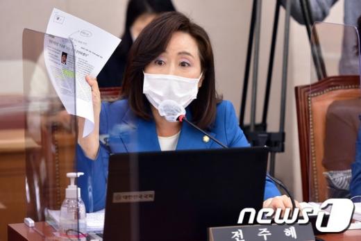 전주혜 국민의힘 의원이 지난 15일 오전 서울 여의도 국회에서 열린 법제사법위원회의 감사원에 대한 국정감사에서 의사진행 발언을 하고 있다. /사진=뉴스1