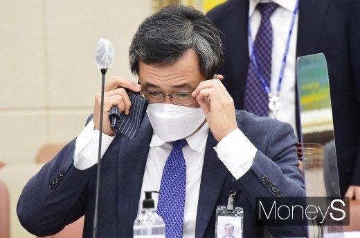"""[머니S포토] 문성유 캠코 사장 """"14억원 공금 횡령한 직원 면직...내부 통제 더욱 강화할 것"""""""