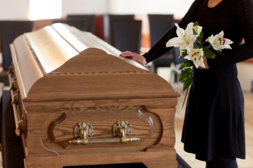 사망 선고를 받은 여성이 장례식장에서 눈 뜬 채 살아났다가 두 달여 만에 다시 숨졌다. /사진=이미지투데이