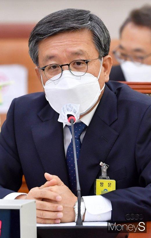[머니S포토] 질의 답변하는 김창보 서울고법원장