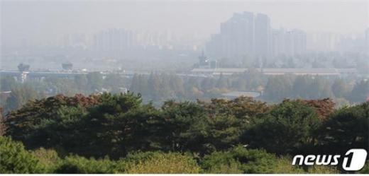 중국의 경제성장률이 증가하자마자 한반도에 미세먼지 농도가 급상승했다./사진=뉴스1