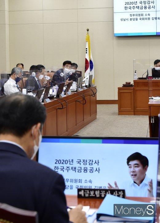 [머니S포토] 정무위 국감, 질의하는 김병욱 여당 간사