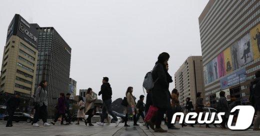 [오늘날씨] 미세먼지 기승… 오후부터 전국 곳곳 5~40㎜ 비