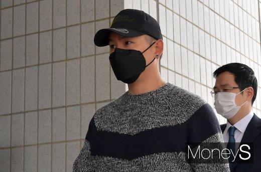 [머니S포토] 법정으로 향하는 개그맨 김형인