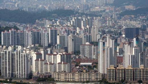 부채비율이 80%가 넘는 주택이 전국에 5만6033가구라는 집계가 나왔다. 사진은 서울시내 한 아파트 밀집 지역. /사진=뉴시스 DB