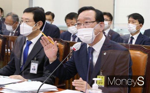 [머니S포토] 국감 답변하는 송철호 울산광역시장