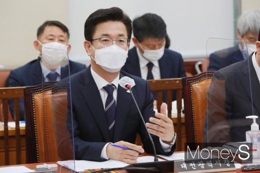 [머니S포토] 허태정 대전광역시장, 국정감사 질의 답변