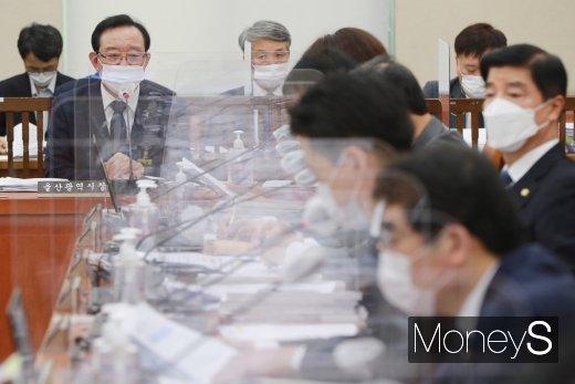 [머니S포토] 송철호 시장 '울산형 뉴딜 성공을 위해'