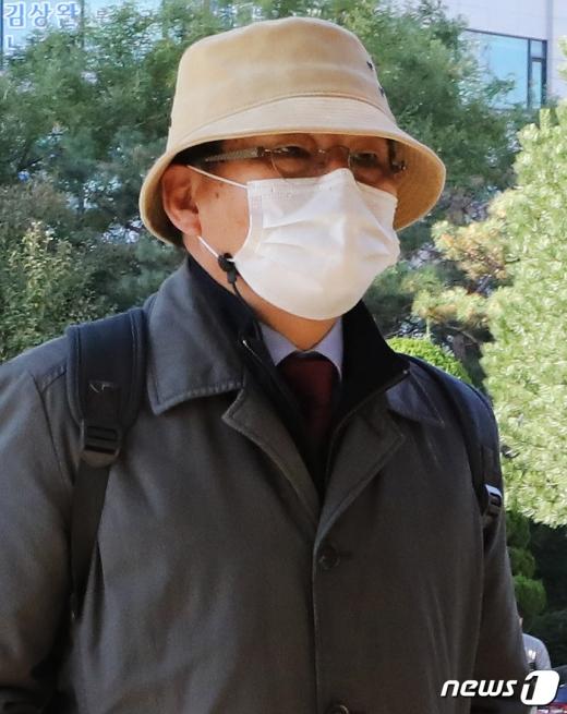 차명진 전 자유한국당 의원이 23일 재판에 참석하기 위해 인천지법에 출석하고 있다. /사진=뉴스1