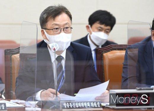 [머니S포토] 질의 답하는 강상현 방송통신심의위원회 위원장