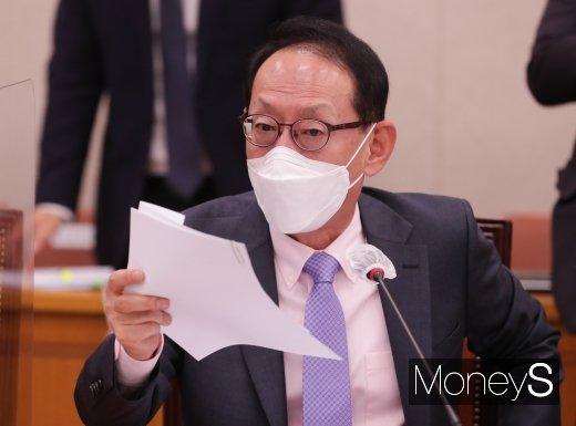 [머니S포토] 자료 요청 관련해 항의하는 김도읍 의원