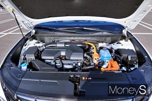 신형 투싼은 동력성능과 연비 경쟁력을 함께 향상시킨 '스마트스트림 1.6 터보 하이브리드 엔진'을 처음 탑재했다. 엔진의 최고출력은 180마력(ps), 최대토크는 27kg·m다. 전기 모터가 힘을 보탰을 때 시스템 최고출력은 230마력(ps)에 달한다. /사진=박찬규 기자