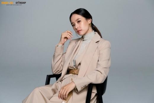 이동건과 이혼 소식을 전한 배우 조윤희의 근황이 화제다. /사진=킹콩by스타쉽 제공