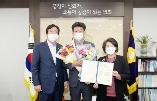 10월 칭찬공무원 '안용성 남북철도교통과 교통전문위원' 선정. / 사진제공=파주시의회