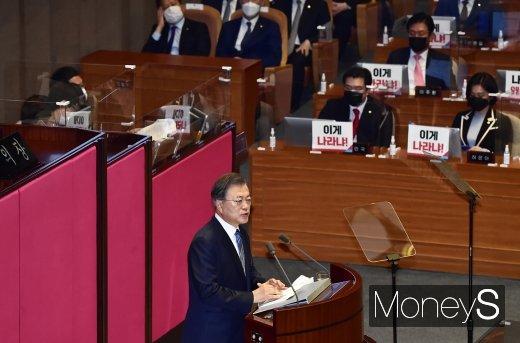 [머니S포토] 부동산 시장 관련 발언하는 문재인 대통령