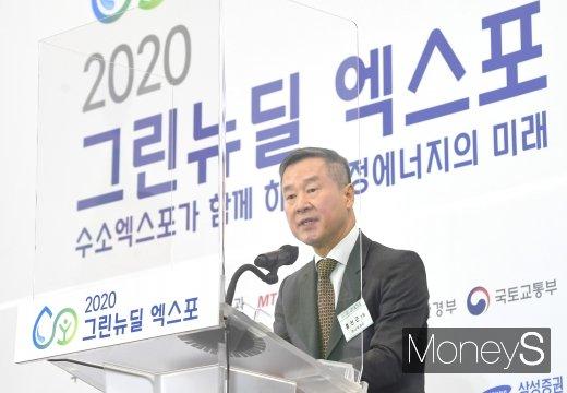 홍선근 머니투데이 회장이 28일 서울 동대문디자인플라자(DDP)에서 열린 '2020 그린뉴딜 엑스포'에서 환영사를 하고 있다. / 사진=장동규 기자