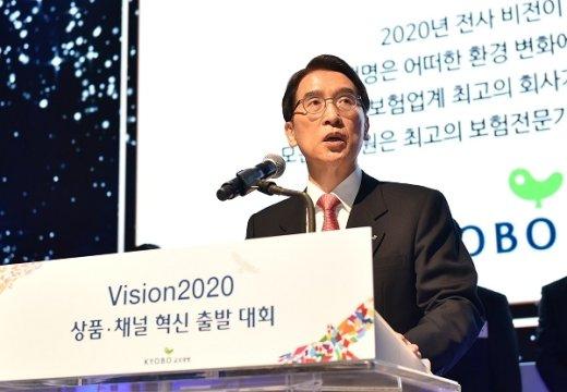 신창재의 '아픈 손가락' 교보라이프… 1100억 손실 어쩌나