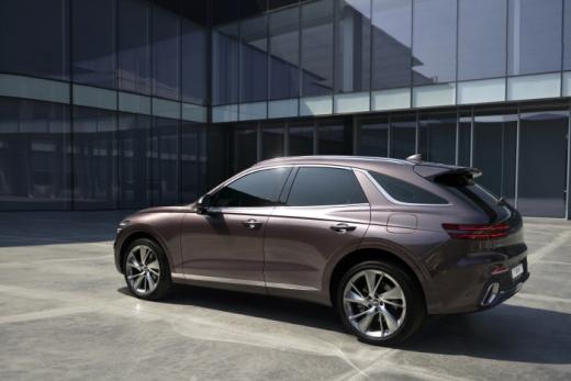 제네시스가 중형 SUV 모델 GV70의 내·외장 디자인을 29일 최초로 공개했다. /사진=제네시스 제공