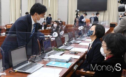 [머니S포토] 양해 구하는 김영진 더불어민주당 원내수석부대표