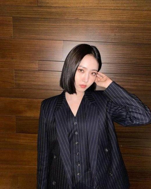 여자친구 신비, 셋업슈트 패션 '걸크러쉬 매력'