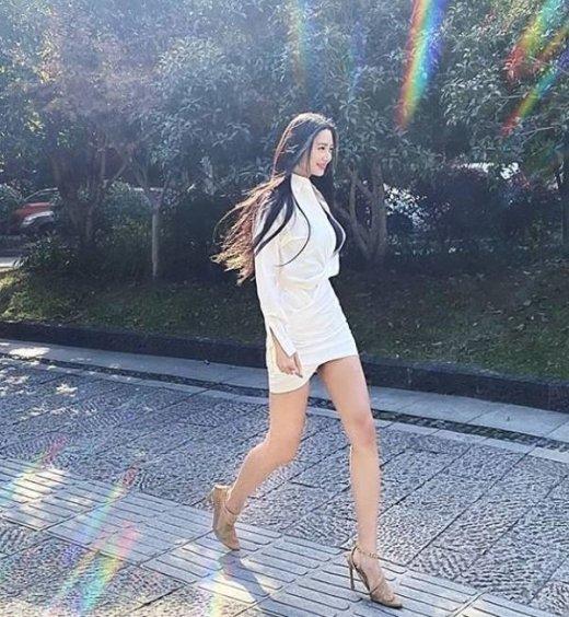 """클라라, 섹시한 캣워크… """"걷는 모습이 8등신 모델"""""""