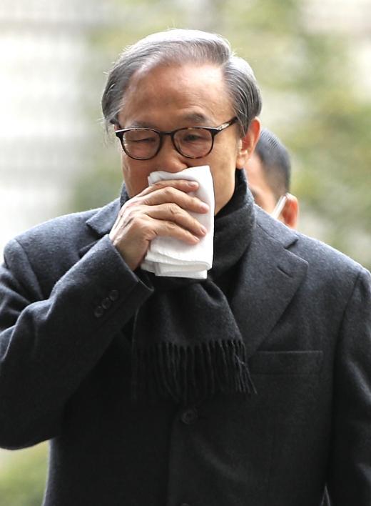 대법원이 29일 이명박 전 대통령에 대해 징역 17년과 벌금 130억원을 선고한 2심을 확정했다. /사진=뉴스1