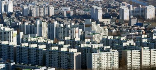 전국 미분양 주택이 15개월 째 감소한 것으로 조사됐다. 사진은 서울시내 한 아파트 밀집 지역. /사진=뉴시스 DB