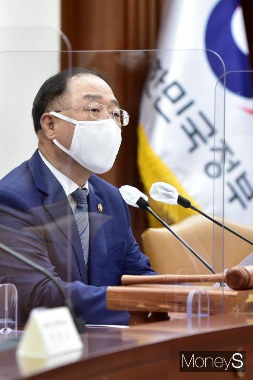 [머니S포토] 제1차 조달정책심의위 발언하는 홍남기 부총리