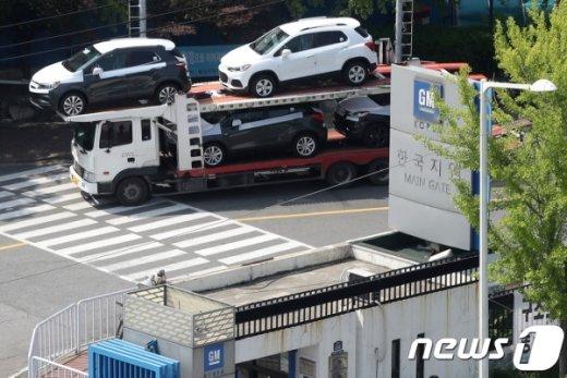 한국지엠 노조, 결국 4시간씩 부분 파업… 잔업·특근도 계속 거부