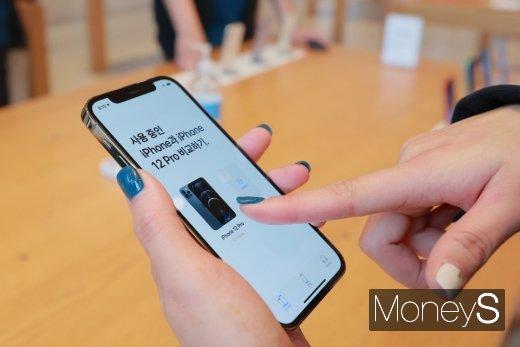 [머니S포토] '아이폰12 달라진 점은?'
