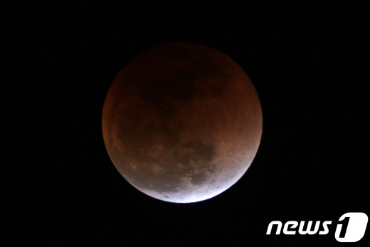 30일 한국천문연구원과 국립과천과학관 등에 따르면 핼러윈데이에 블루문을 볼 수 있는 것은 19년 주기로 돌아오는데 오는 31일 바로 그날이라고 밝혔다. /사진=뉴스1