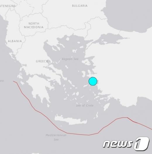 0일 터키 해안으로부터 33.5㎞로 떨어진 에게해 해상서 규모 7의 강진이 발생했다. 하늘색이 지진 발생 지점. (미국 지질조사국)/사진=뉴스1