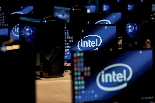 CPU(중앙기억장치) 시장에서 명실상부 1위 제조사였던 인텔의 입지가 흔들리고 있다. /사진=로이터