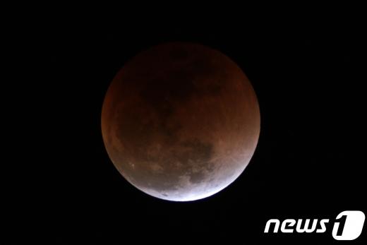 한국천문연구원과 국립과천과학관 등에 따르면 핼러윈데이에 블루문을 볼 수 있는 것은 19년 주기로 돌아오는데 오는 31일 바로 그날이라고 밝혔다. /사진=뉴스1