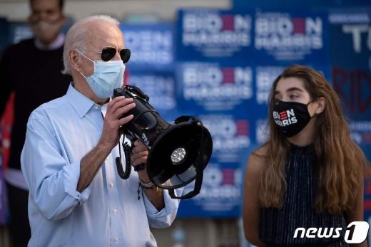 조 바이든 미국 민주당 대선 후보가 29일 (현지시간) 플로리다주에서 선거유세를 하고 있다. © AFP=뉴스1 © News1