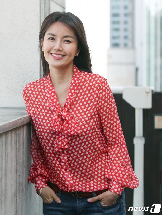 [사진] '청춘기록' 신애라 '가을에 어울리는 미소'