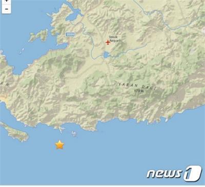 터키와 그리스에서 31일(현지시간) 발생한 규모 7.0 강진으로 피해자가 속출하고 있다./사진=로이터