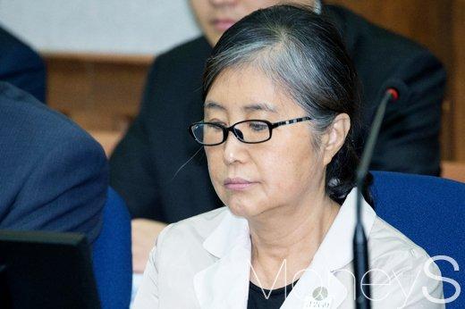 1일 법무부에 따르면 네덜란드 대법원은 박근혜 전 대통령 당시 국정농단 핵심인물 최서원씨(65·개명전 최순실)(사진)의 집사로 알려진 데이비드 윤씨의 한국 송환이 적법하다고 판단했다. /사진=사진공동취재단