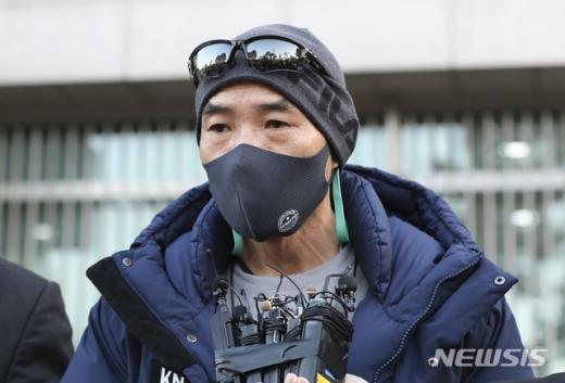 서해에서 북한군 총격으로 사망한 해양수산부 공무원 유가족이 오는 6일 서욱 국방부 장관을 면담한다. 사진은 숨진 공무원의 형인 이래진씨. /사진=뉴시스