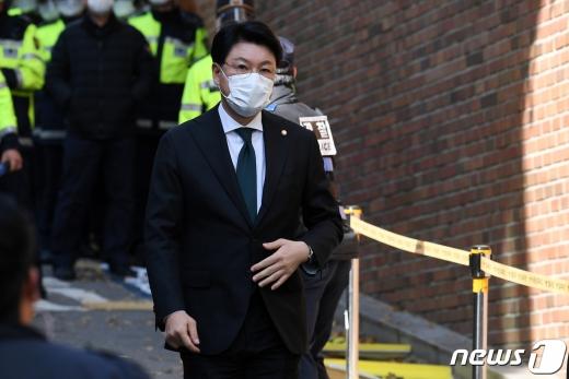 장제원 국민의힘 의원이 지난 2일 서울 강남구 이명박 전 대통령 자택 앞에 들어서고 있다. /사진=뉴스1