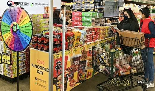 4일 농림축산식품부와 한국농수산식품유통공사에 따르면 대한민국 대표 음식 라면 수출 매출이 지난 10월 말 기준 5억달러를 넘어섰다. /사진=한국농수산식품유통공사 제공